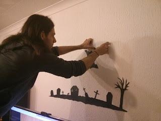 A denevérek felragasztása a falra