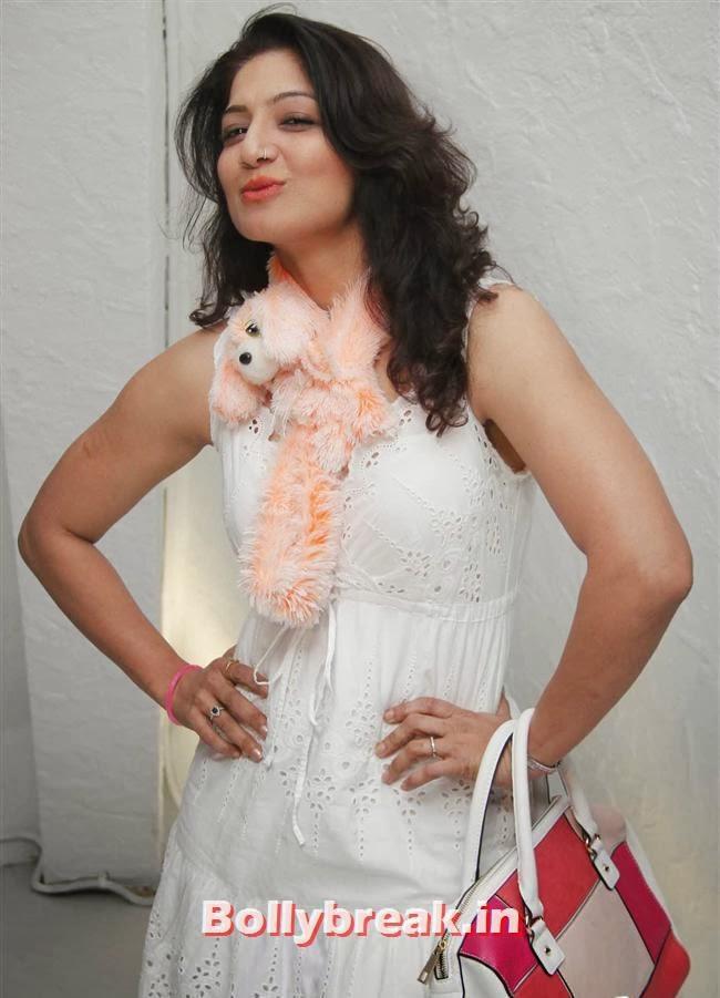 Aakriti Nagpal, Page 3 Babes at Kapil Mehra Birthday Party