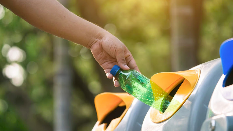 De qué forma reciclar plástico en casa