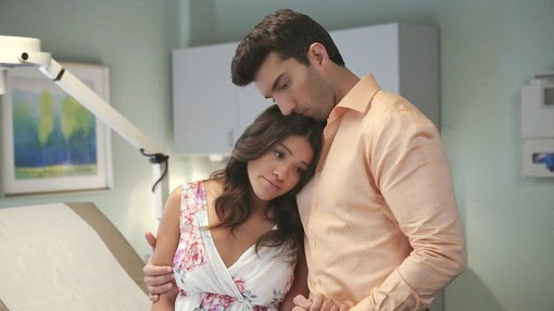Gina Rodriguez y Justin Baldoni en Jane the Virgin