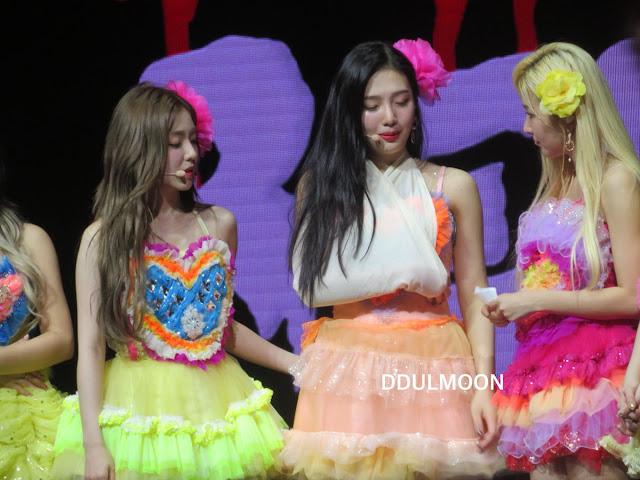 Red Velvet's Joy Apologized To Singaporean Fans Due To Injury!