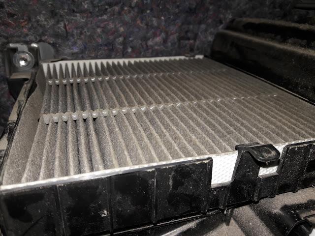 Cara membuka filter ac Suzuki Karimun untuk dibersihkan atau diganti dengan yang baru