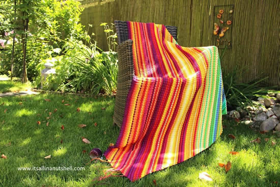 C2C crochet temperature blanket (photo by: It's all in a nutshell) | Happy in Red