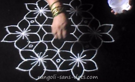 Flower-kolam-with-dots-1.jpg