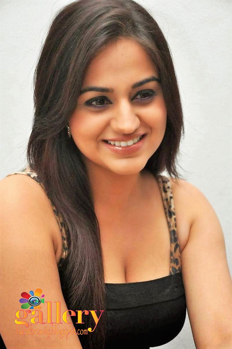 picture Aksha Pardasany