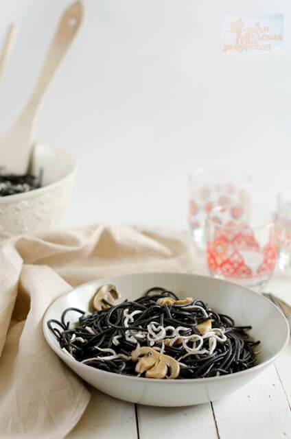 tallarines-negros-gulas-champiñon3
