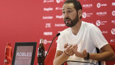 «Севилья» уволила Мачина с поста главного тренера