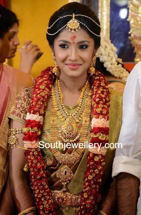 Bride In Beautiful Gold Jewellery Indian Jewellery Designs