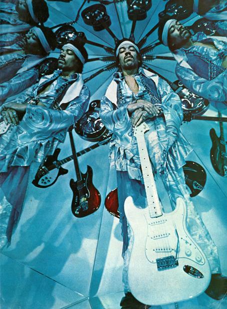 http://3.bp.blogspot.com/-5FgziKy6-ag/UHU43l1qVLI/AAAAAAAB0NY/i9mB1-NSE9U/s640/Jimi+Hendrix+in+Kaleidoscope,+1969+(2).jpg
