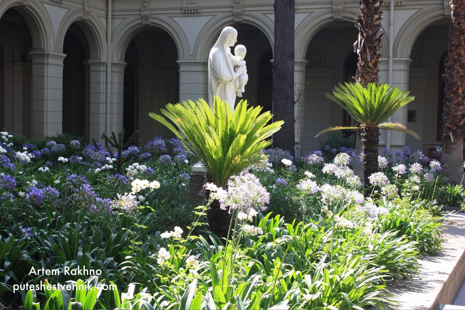 Статуя в саду университета в Сантьяго