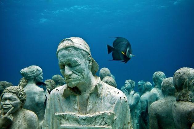 メキシコ・カンクンにある海の中の美術館??サンゴも守る?【a】 MUSA海底美術館 彫刻のモデルは地元の人?