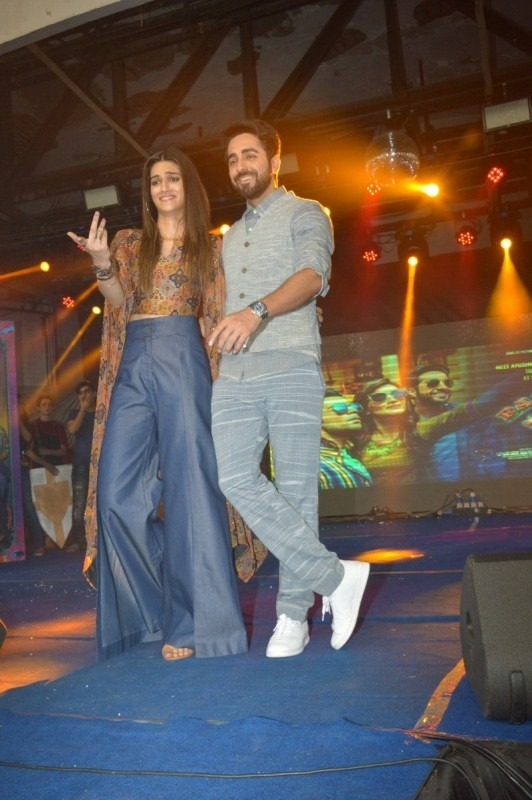 Kriti and Ayushmann Attended 'Umang' festival at NM College for Promote Bareilly Ki Barfi!