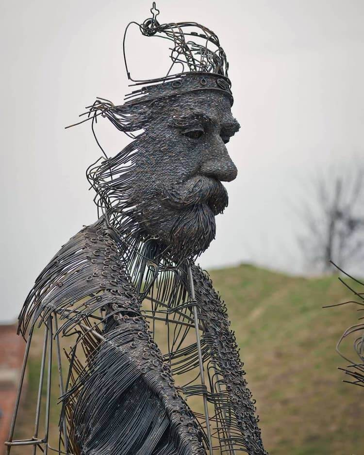 Sculptor Creates Portraits Of Historical Figures By Using Industrial Metal Wires