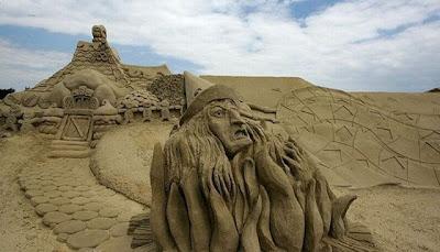 Escultura de arena de bruja