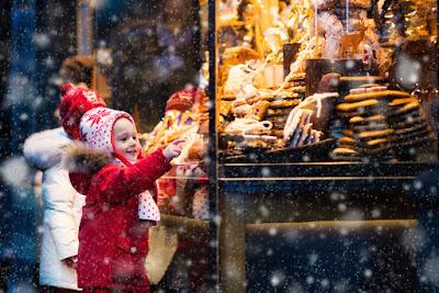Las tiendas se engalanan en navidad en Islandia