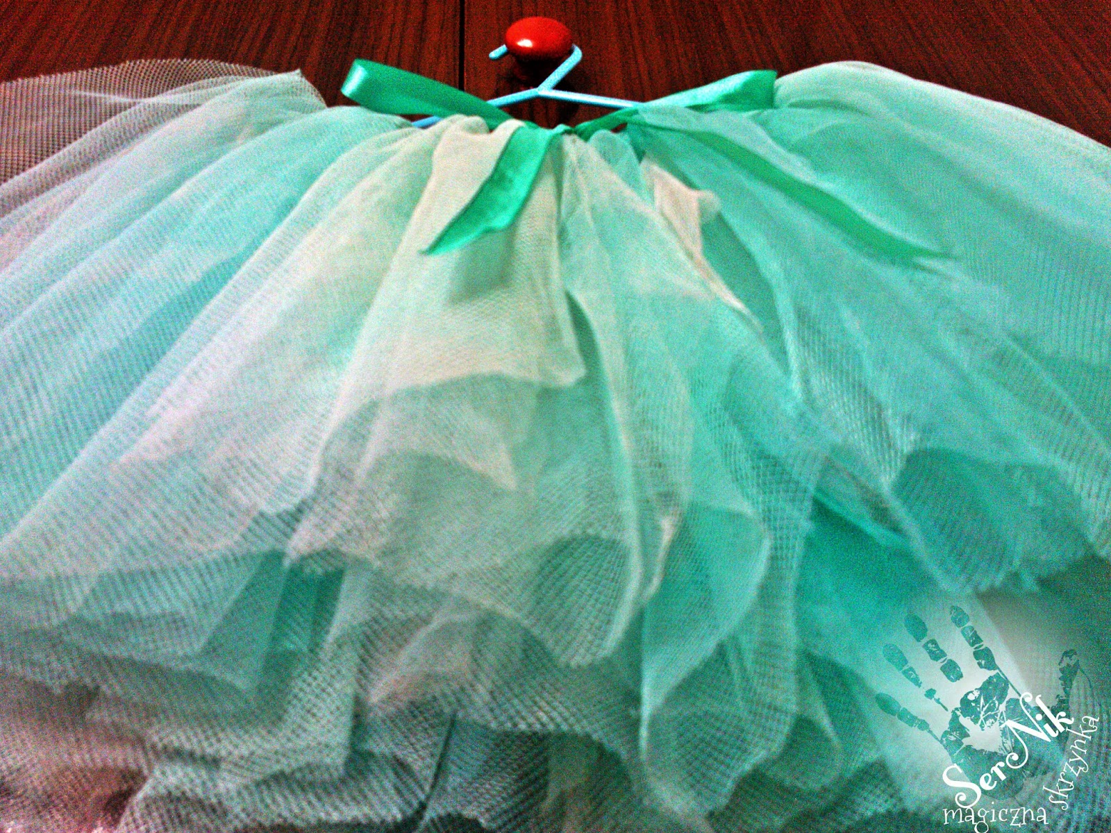 50f522d4 Jak zrobić spódniczkę-baletniczkę? Przerabiamy starą firankę :)
