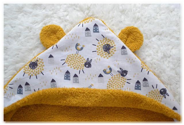 capuche à oreilles sortie de bain jaune moutons