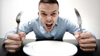 Latihlah diri mu untuk menahan atau melawan nafsu makan. ketika kamu kepengen ngemil maka cobalah untuk menahan keinginan tersebut