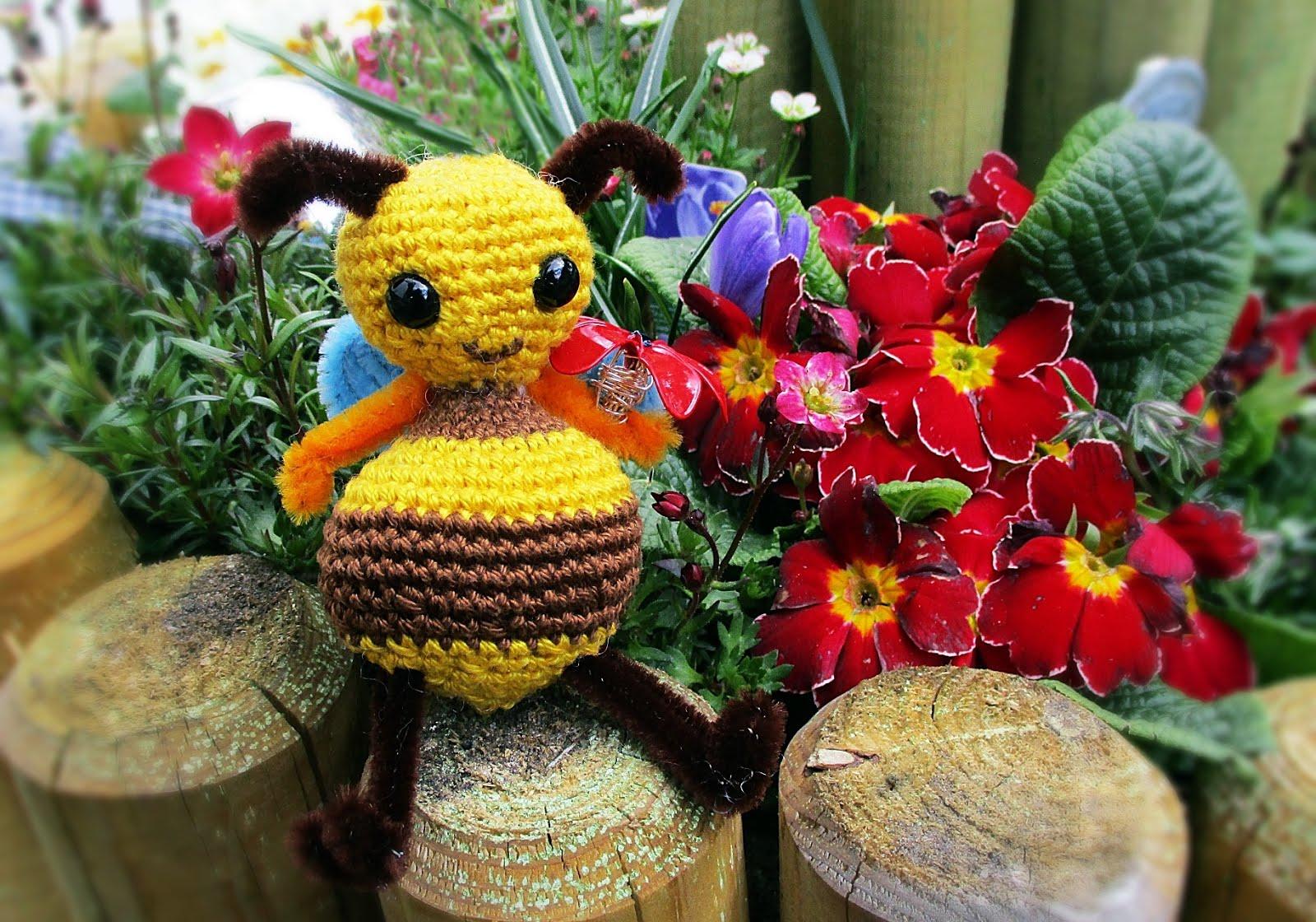 Jaimee Häkelt Ganz Alleine Ein Zuckersüßes Honigbienchen Simply