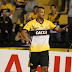 Guarani sofre com erros defensivos e perde para o Criciúma pela Série B