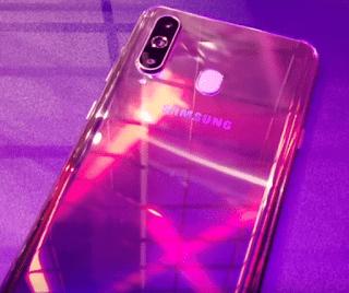 الهاتف الذكي الجديد Galaxy A8 s