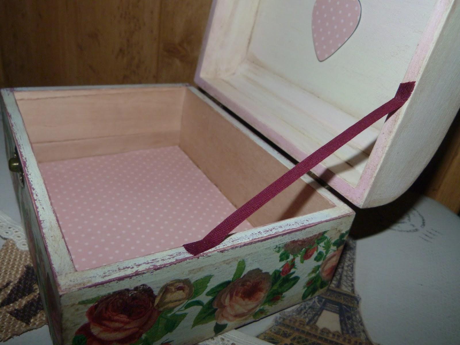 Caja de cigarrillos vintage con dos ceniceros