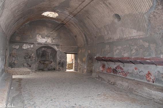 Vestuario de las termas de los hombres en Herculano