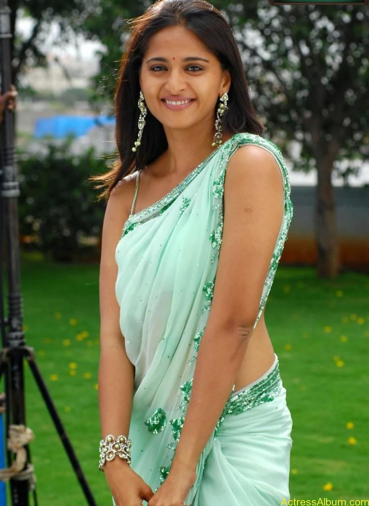 Anushka Shetty Hot Navel In Saree