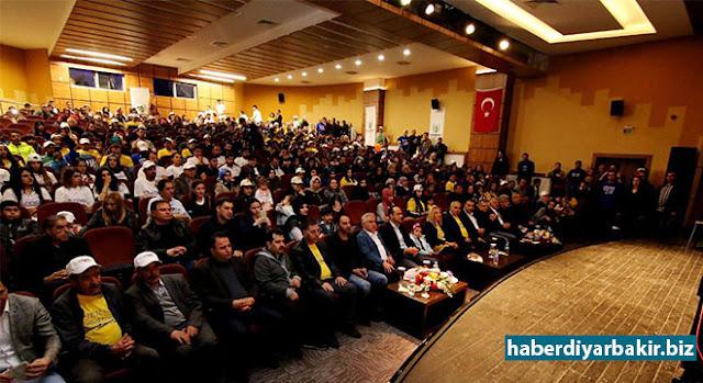 """DİYARBAKIR-Diyarbakır İl Milli Eğitim Müdürlüğü ve Kayapınar Belediyesi tarafından """"2 Nisan Dünya Otizm Farkındalık Günü"""" nedeniyle ortaklaşa bir etkinlikler düzenlendi."""
