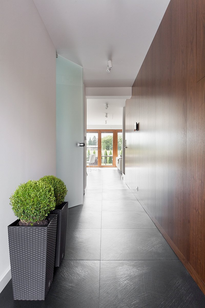 Minimalist entrance design