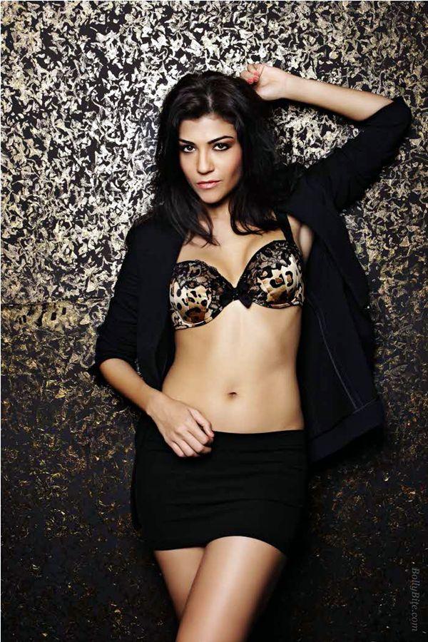 Anchor Archana Vijaya Latest Photoshoot