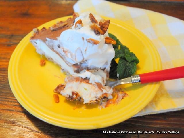 Texas Mud Pie at Miz Helen's Country Cottage