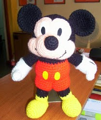 http://charocrochetpatrones.blogspot.com.ar/2010/04/mickey-mouse.html