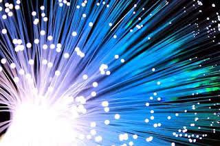 Fiber Optik (transmisi cahaya)