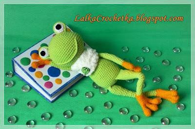 http://lalkacrochetka.blogspot.com/2016/02/winter-cuddly-frog-zimowa-zaba.html