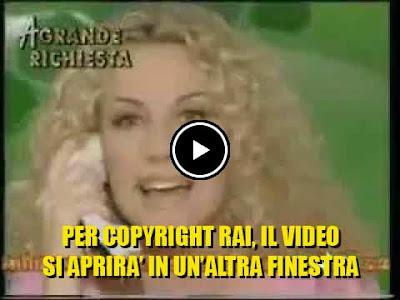 Antonella Clerici al telefono con la concorrente che rispose ''la borra''