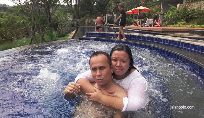 Kolam renang Hotel clove Bandung