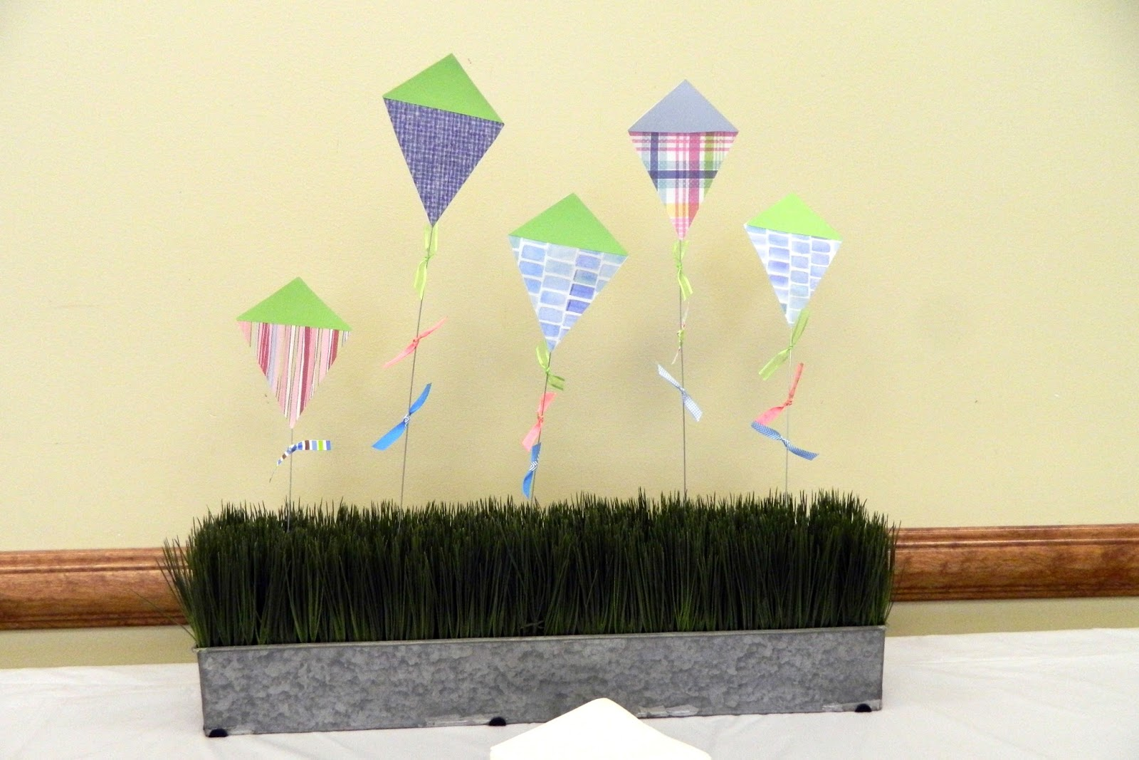 Createjoy day spring centerpiece quot let s go fly a kite