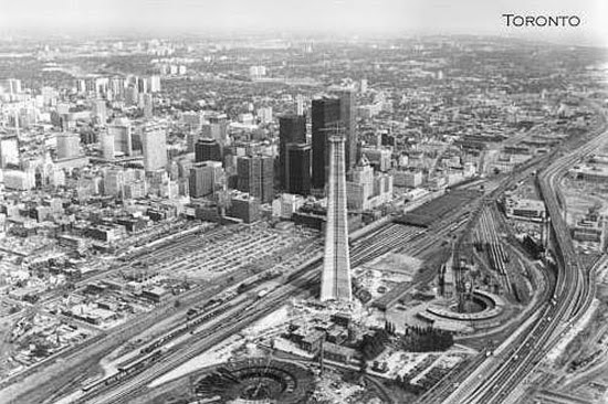 CN Tower em construção