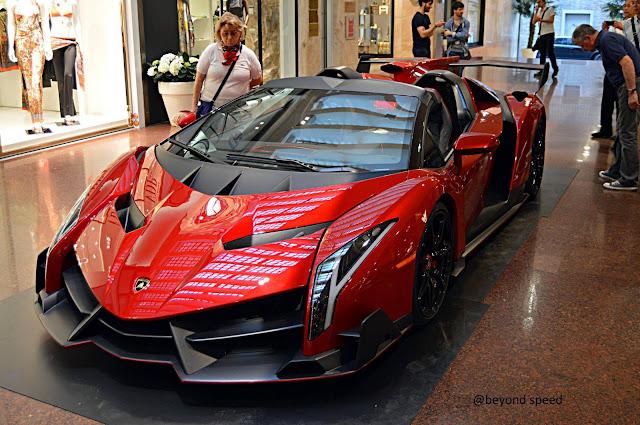 Lamborghini Veneno Roadster Mobil Termahal di Dunia