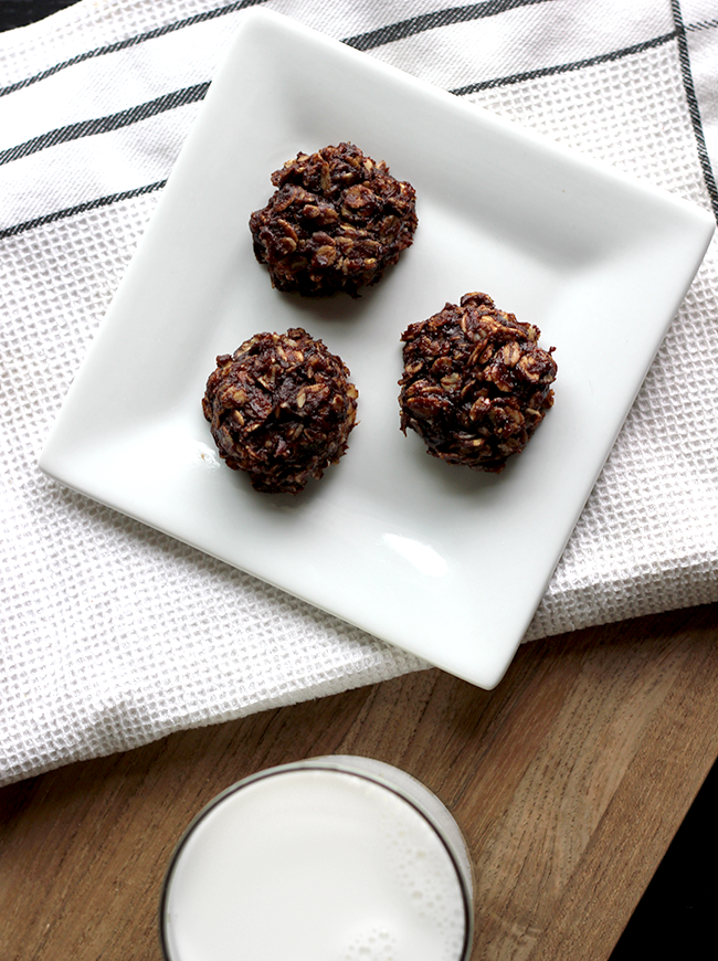 No Bake Sunbutter Chocolate Oatmeal Cookies