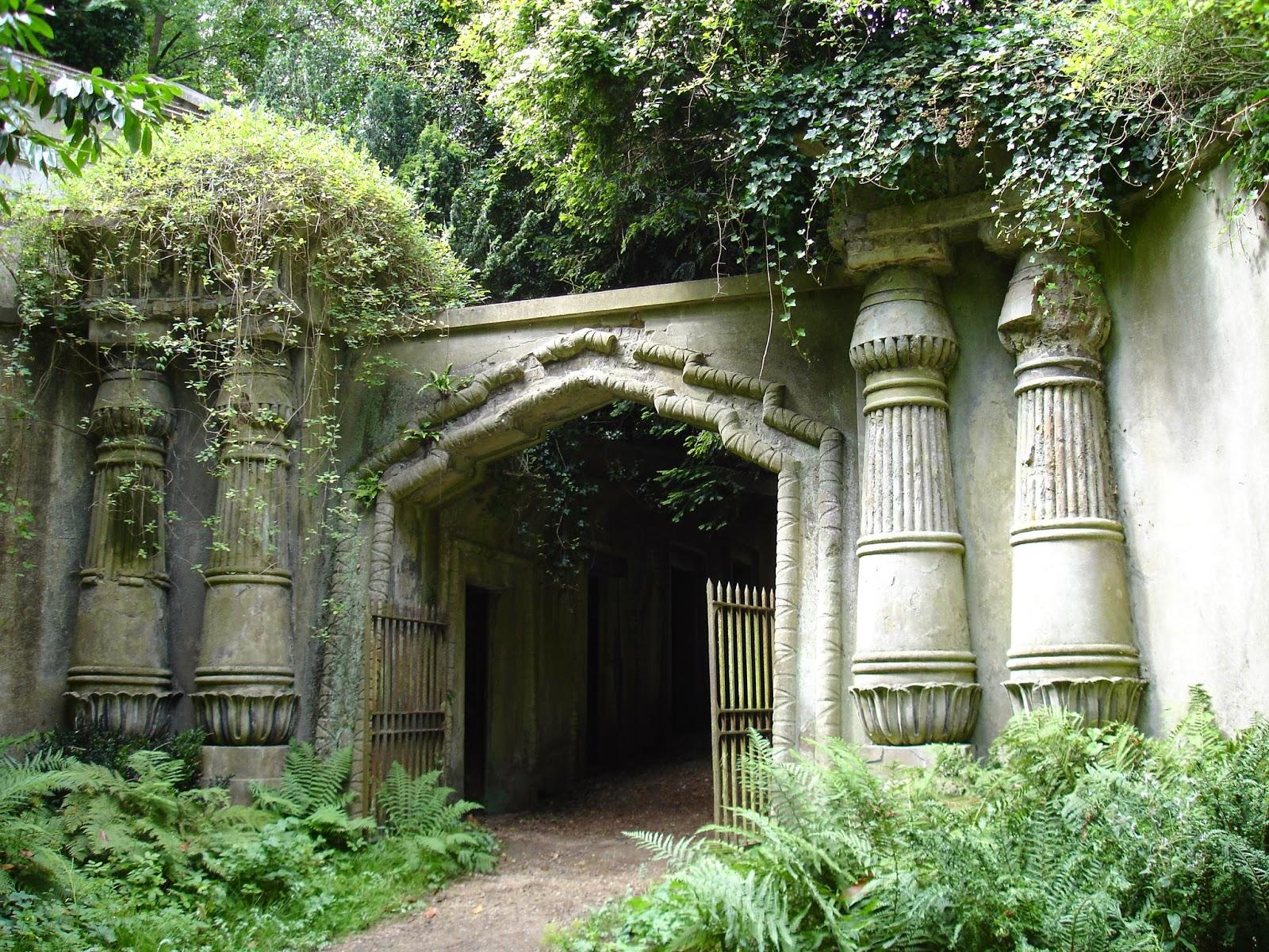 Apollonia Goth: Highgate Cemetery London