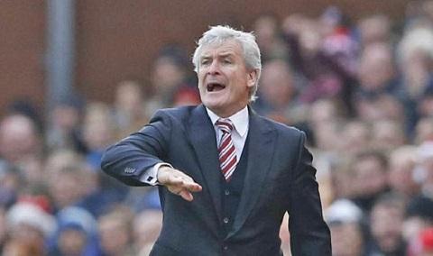 Hughes đá xoáy Mourinho rằng có thể ông ấy đã phản ứng một cách không đúng