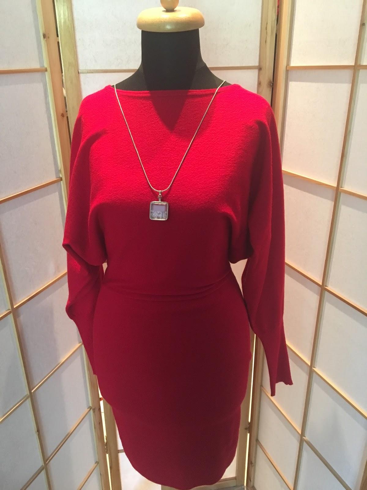67b0d173b5 Pierwsza wpisuje się w trend modnej czerwieni - dla mnie mogłaby być  kompletnie niemodna