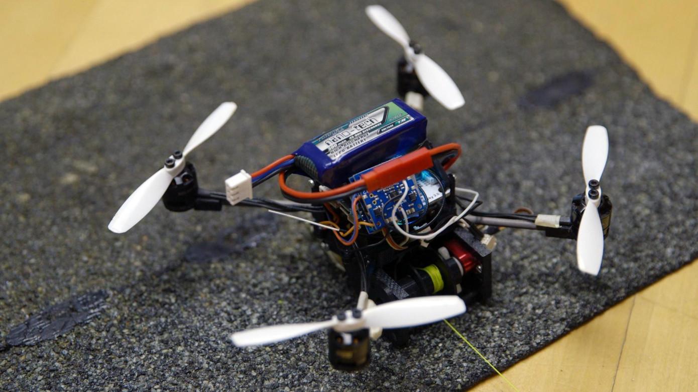 Mini-droni-40-volte-loro-peso