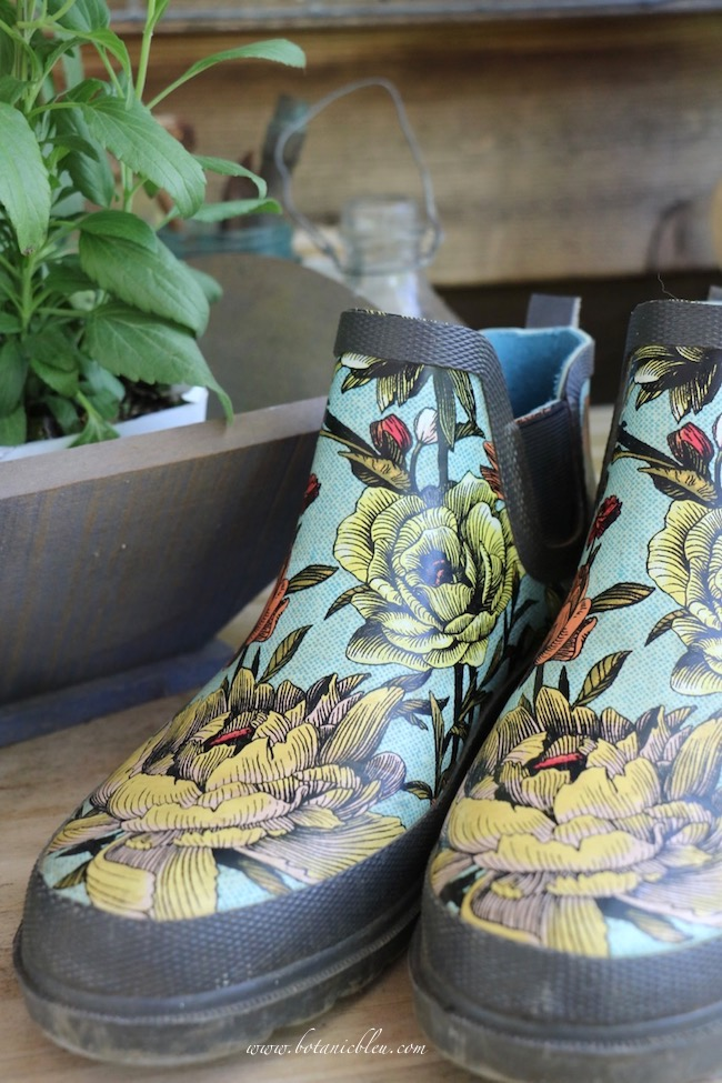 5 features in floral gardening shoes to watch for