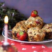 Geburtstagsmuffins mit Erdbeeren
