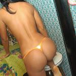Andrea Rincon, Selena Spice Galeria 36 : Shakiras, Camiseta Negra Con Amarillo y Rojo, Tanga Amarilla y Naranja Foto 108