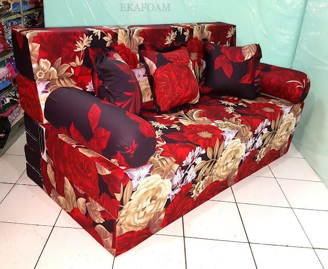 Sofa bed inoac motif rosiana merah maroon