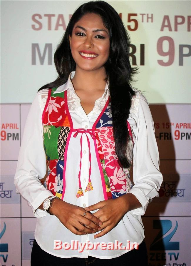Mrunal Thakur, Ekta Kapoor at Kumkum Bhagya Serial Launch